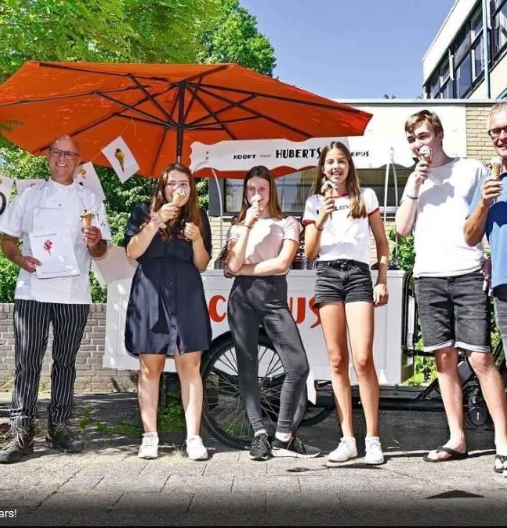 Leerlingen bedenken nieuwe ijssmaak voor IJssalon Huberts